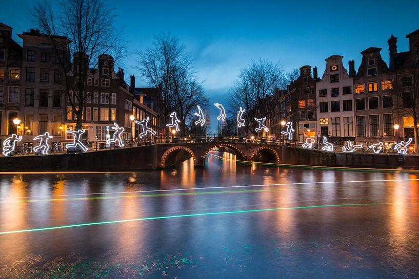 Run beyond Amsterdam Light Festival van Ilya Korzelius