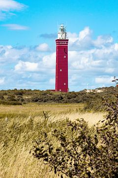 Leuchtturm Ouddorp in Zeeland von den Dünen von Kristof Leffelaer