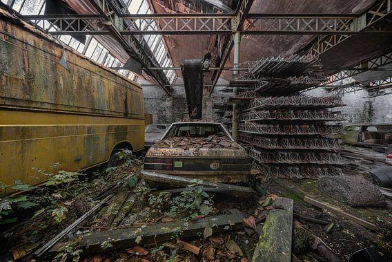 Een oude achtergelaten Opel