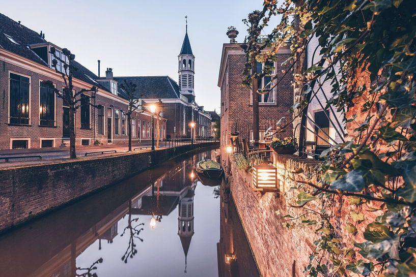 Canal Reflections  van Een Wasbeer