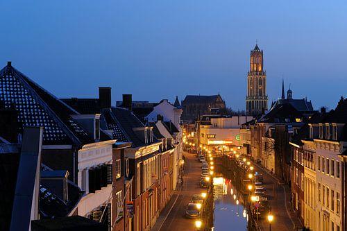 De Plompetorengracht in Utrecht vanaf het dak van de Moira met Domkerk en Domtoren