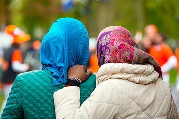 Twee Afrikaanse moslimvrouwen in Nederland van