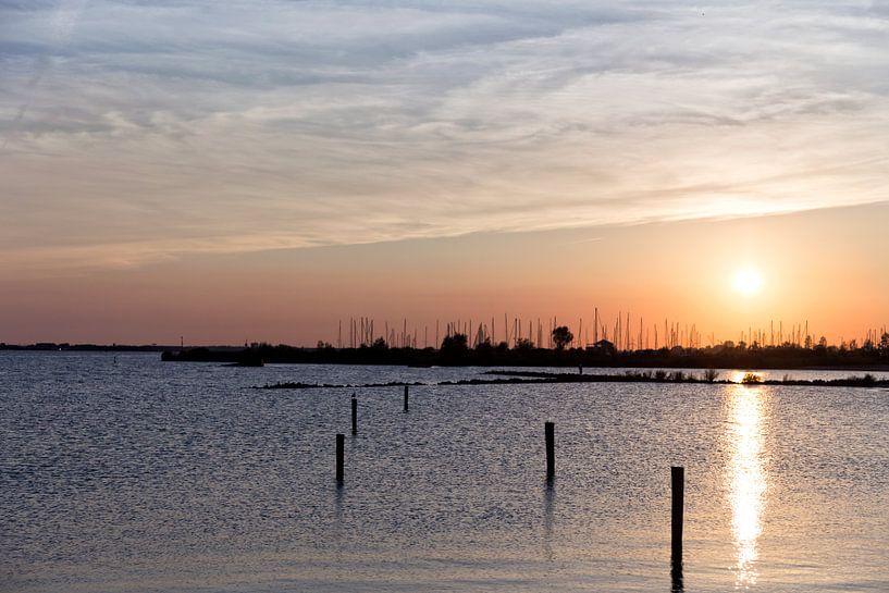 Zonsondergang in de haven van Miranda van Hulst