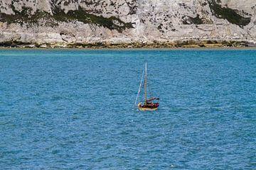 Vissersboot aan de kust van Engeland