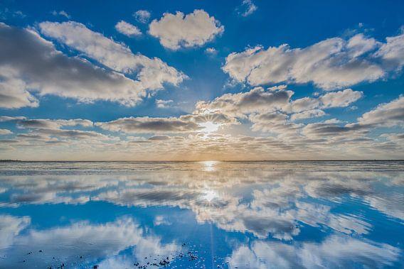 Zonsondergang op het Wad vanaf de pier van Paesens Moddergat van Harrie Muis