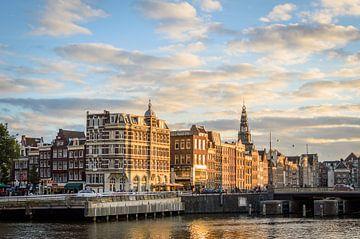Damrak in Amsterdam van Richard Steenvoorden