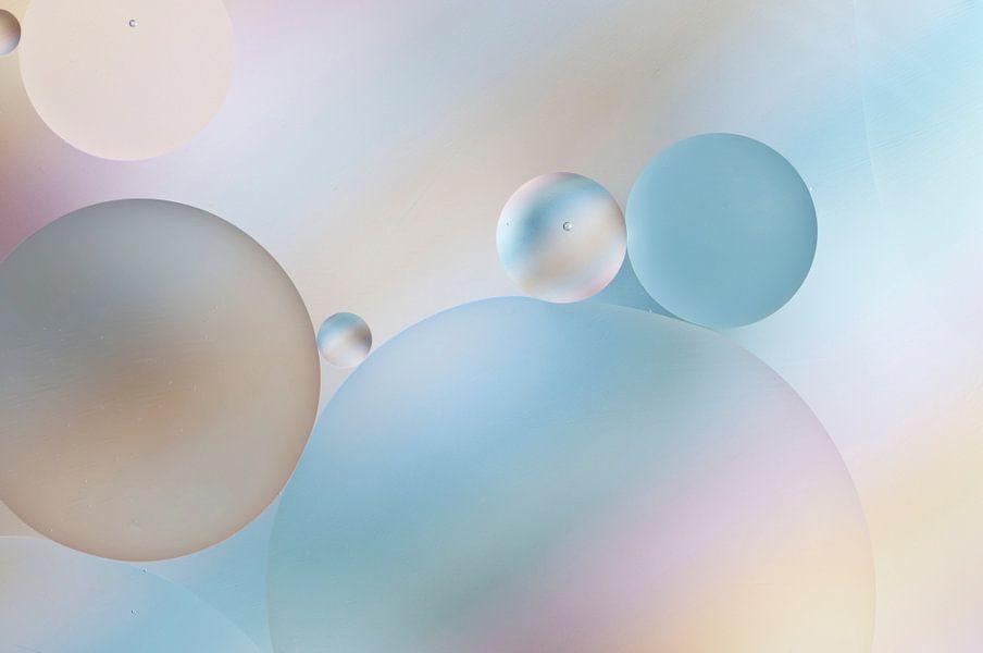 Olie in/op water van Zilte C fotografie