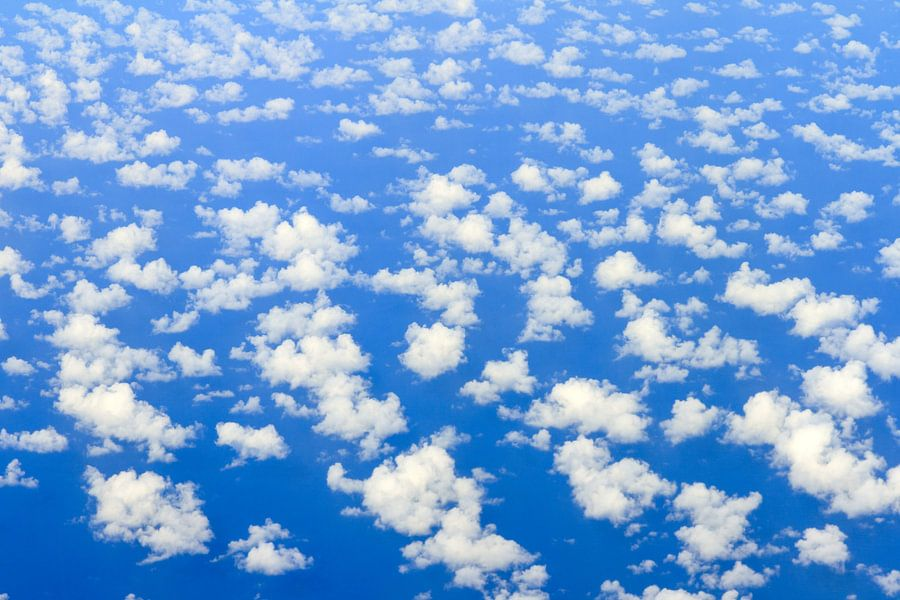 Zee van wolken van Dennis van de Water