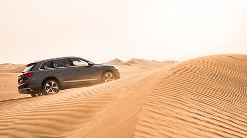 Audi Q7 in de Woestijn