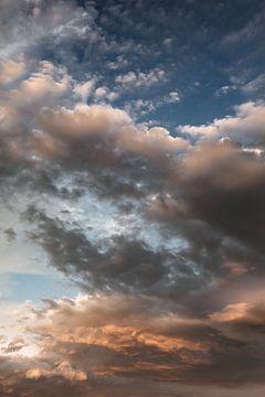 Zomerse avond lucht van Nanda van der Eijk