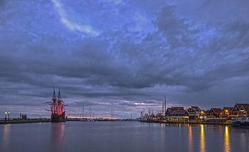 """""""De Halve Maen"""" verlicht de haven van Volendam (1) van Jack Tol"""
