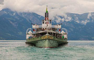 Een veerboot, om precies te zijn een raderstoomboot gemaakt bij Spiez, Zwitserland van Angelo de Bruin