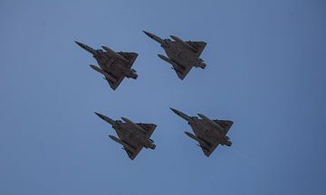 4 straaljagers in formatie van Angelo de Bruin