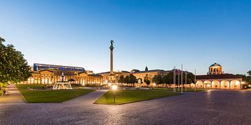 Schloßplatz in Stuttgart am Abend von Werner Dieterich