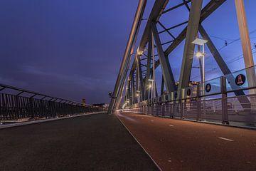 Die Eisenbahnbrücke Snelbinder Nijmegen von Klaas Doting
