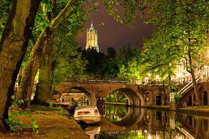 Utrecht Oudegracht: Domkerk boven Smeebrug van