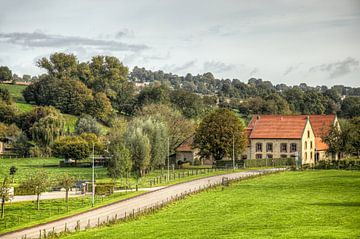 Typische Limburgse boerderij bij  Bulkem Simpelveld van John Kreukniet