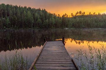 Gerüst auf spiegelglatter See. von Axel Weidner