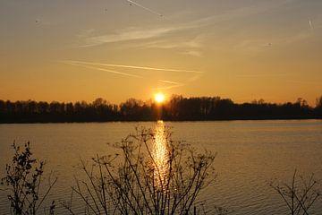 Zonsondergang  over een meertje van Elisabeth Eisbach