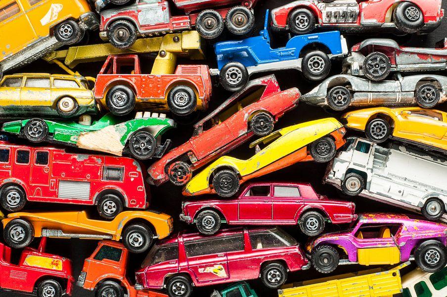 Speelgoedautootjes voor een jongenskamer van wijnand loven op
