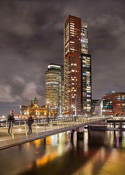 Nachtansicht des Wolkenkratzers von Kop van Zuid von Tony Vingerhoets