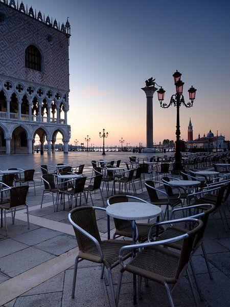 Morgenstimmung am Markusplatz in Venedig von Andreas Müller