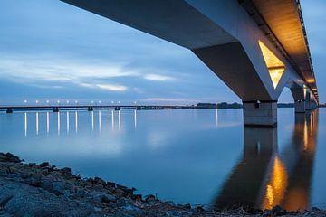 Hollandsch Diep met Moerdijkbruggen van Eugene Winthagen