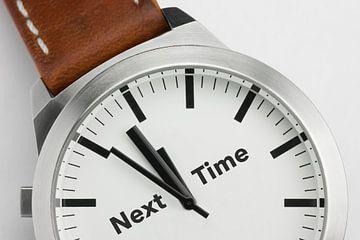Horloge met tekst Next Time van Tonko Oosterink