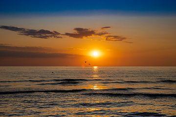 Wunderschöner, farbenfroher Sonnenuntergang von Shirley Hill