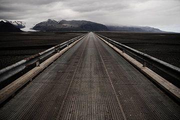 Brug over zandvlakte Skeiðarársandur, IJsland van