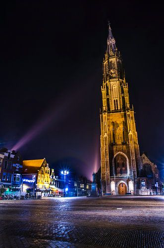 Nieuwe Kerk in Delft in de nachtelijke spotlight