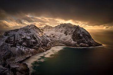 Kvalvika sunset von Wojciech Kruczynski