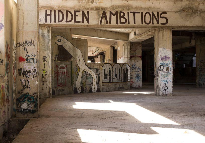 Hidden Ambitions - Sniper Tower Mostar van MDRN HOME