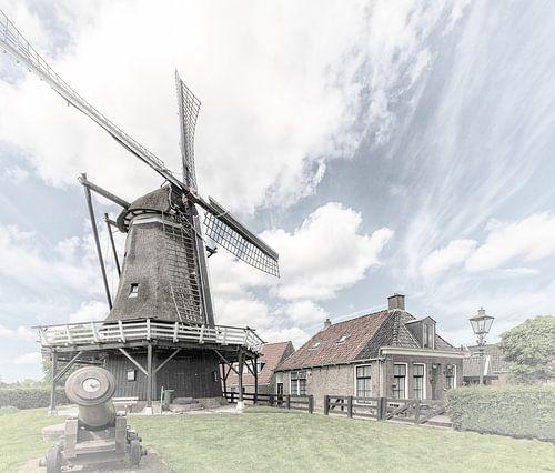 """Windmolen in het dorp """"Sloten"""" in """"Friesland"""" Nederland"""