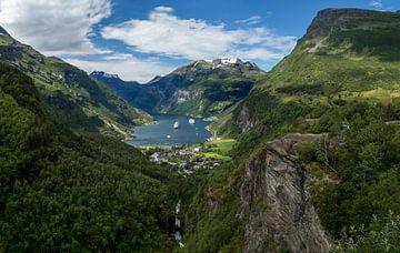 Uitzicht op de Geirangerfjord, Noorwegen [3] van Adelheid Smitt
