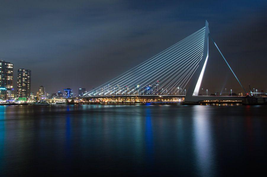 De Zwaan. Erasmusbrug at night