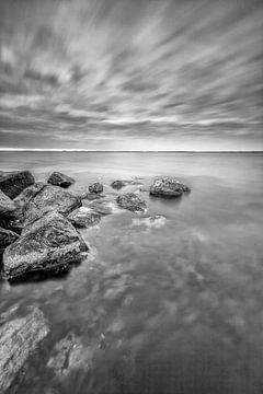 Wellenbrecher an der Küste von Zeeland, Aufnahme mit langer Verschlusszeit! von Peter Haastrecht, van