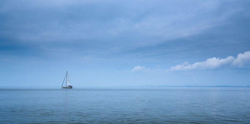 Sailing on an empty sea sur Nando Harmsen