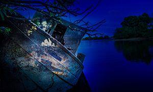 Maanlicht op de oude sleepboot van John Welsing