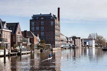 Häuser und Wohnungen entlang des Flusses Oude Rijn bei Bodegraven von Peter de Kievith Fotografie