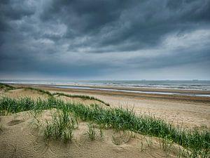 Am Strand bei Katwijk von Peet Romijn