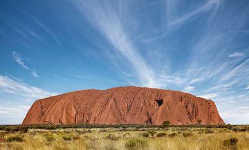 Uluṟu of Ayers Rock is een reusachtige rotsformatie die ongeveer in het midden van Australië ligt van Tjeerd Kruse