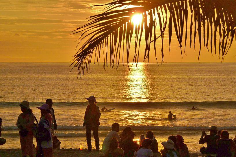 Zonsondergang op Bali. van Lex Boon