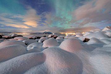 LP 71134448 Gekleurde lucht boven besneeuwd landschap van BeeldigBeeld Food & Lifestyle