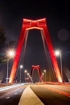 De Willemsbrug in Rotterdam in de avond van Pieter van Dieren (pidi.photo)