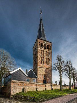 Der Kirchturm des friesischen Dorfes Beetgum von Harrie Muis