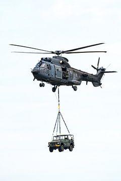 Eurocopter Cougar met externe lading von Wim Stolwerk