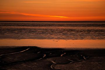 Lauwersoog kurz nach Sonnenuntergang von Arjan Dijksterhuis