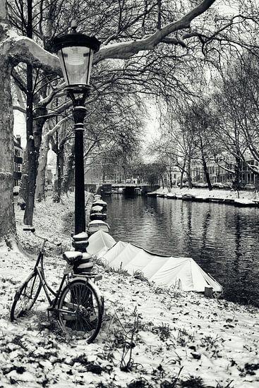 Straatfotografie in Utrecht. De Stadsbuitengracht ter hoogte van deBegijnekade in Utrecht.  (Utrecht
