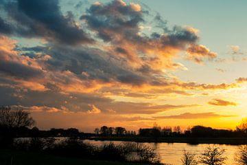 Wolken bij zonsondergang van Pim Meijerman